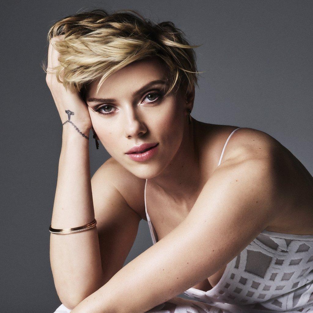 http://www.hebdocine.com/wp-content/uploads/2016/12/Scarlett-Johansson-Cosmopolitan-May-2016.jpg